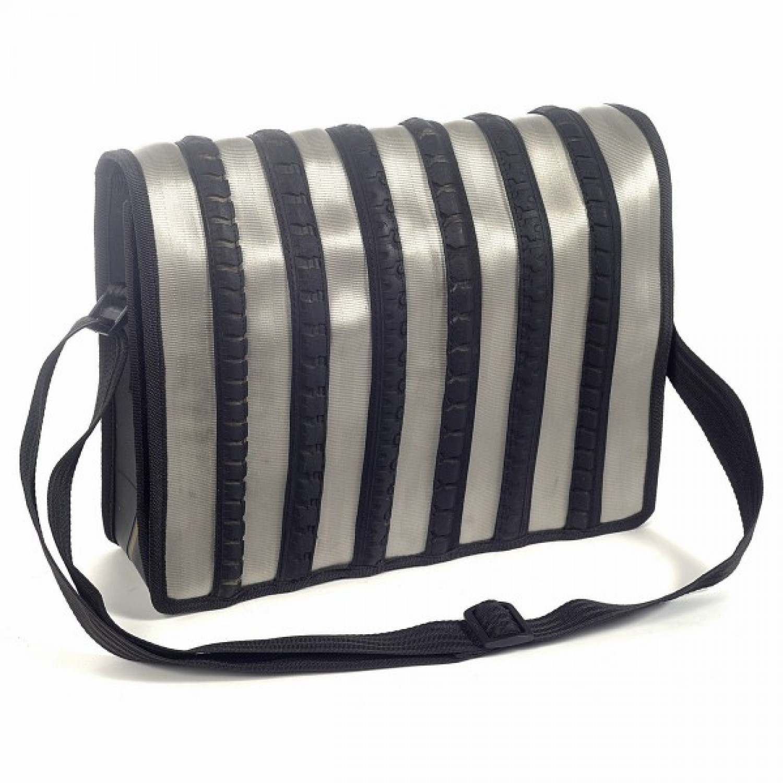 Olivier   Upcycling Messenger Bag   grauer Sicherheitsgurt