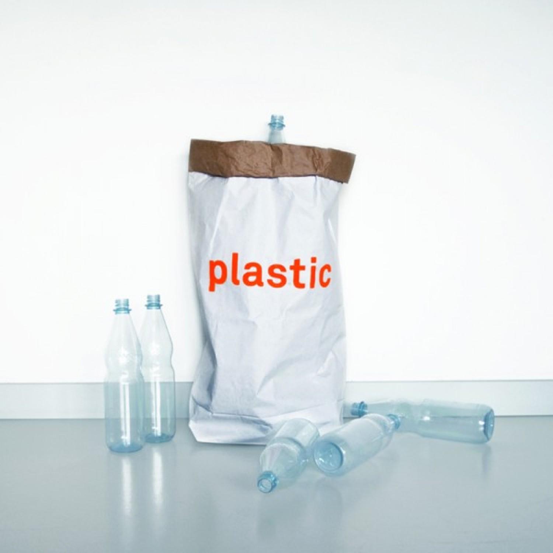 Sammelbehälter aus Altpapier für Plastik | kolor