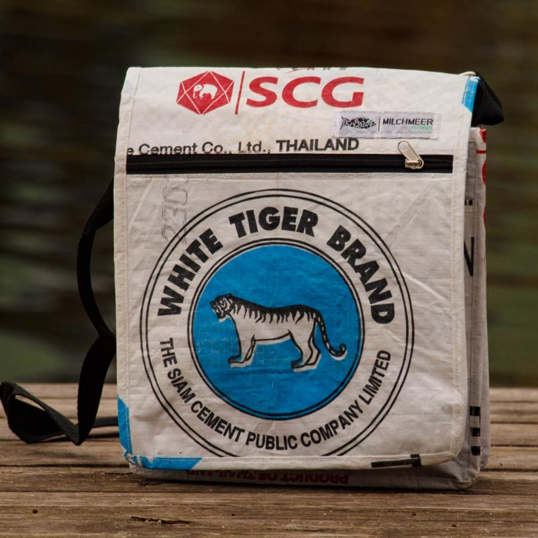Upcycling Schultertasche blauer Tiger