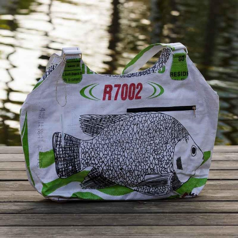 fair.spielt Upcycling Shopper - weißer Fisch | Milchmeer
