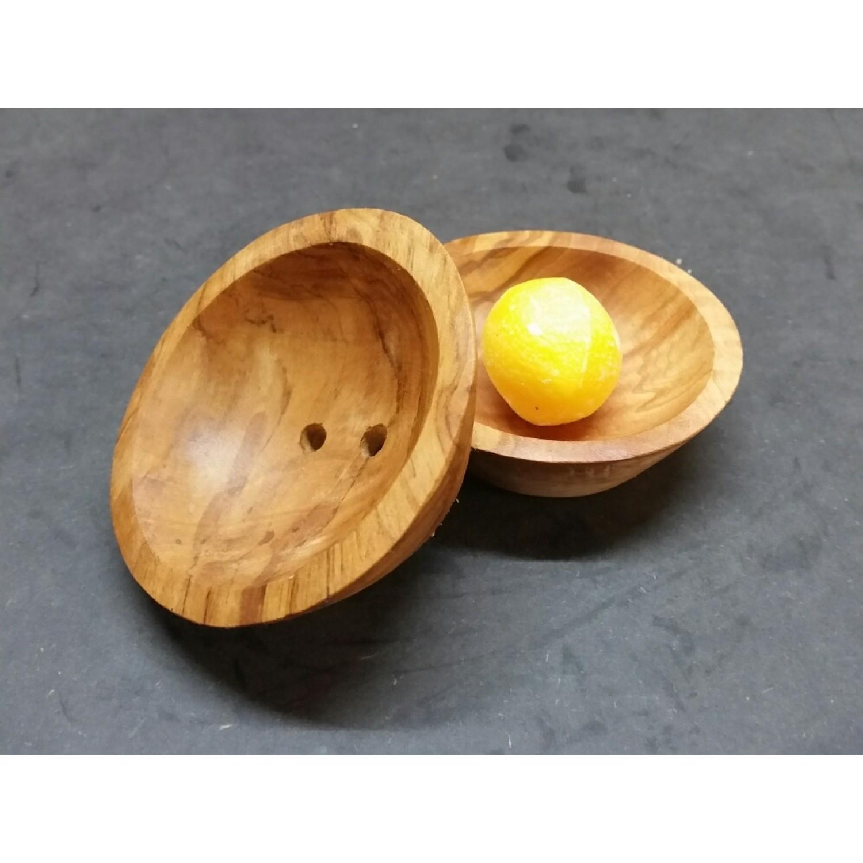 Kleine runde Seifenschale aus Olivenholz mit Abtropflöchern | D.O.M.
