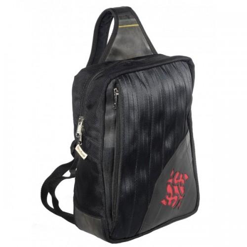 Upcycling Rucksack schwarz/rot mit Emblem