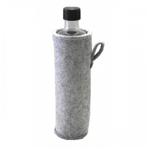 Recycelbare Glasflasche mit Filzbezug – grau