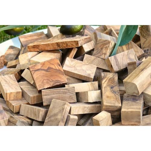 Räucherholz aus Olivenholz - Chunks | Olivenholz erleben