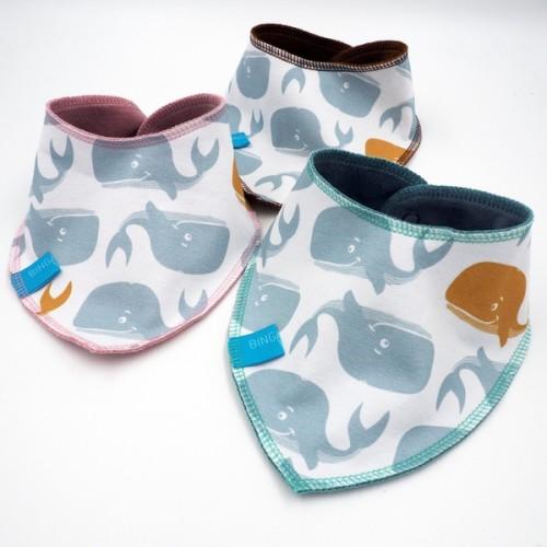 Baby Bio Wendehalstuch Print Wale Eco Cotton | bingabonga