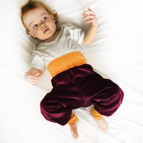Baby Bio-Nicki Gemütlichkeitshose Aubergine/Gelb | bingabonga