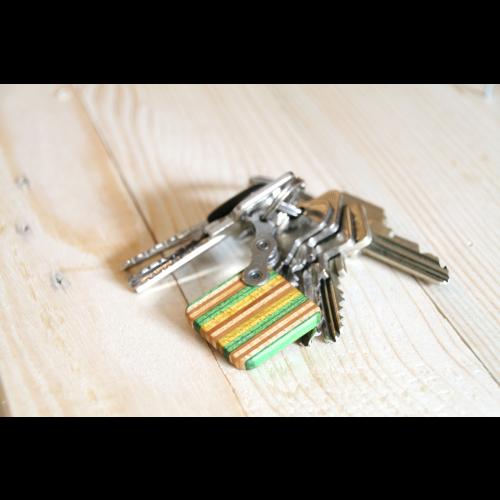 Holz Schlüsselanhänger gelb-grün gestreift   Restwert