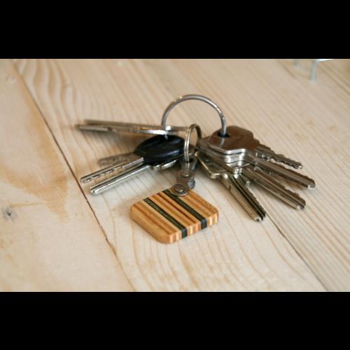 Brauner Schlüsselanhänger aus Skateboard-Holz | Restwert