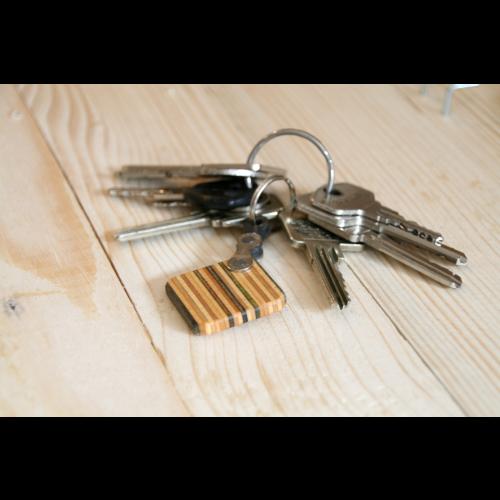 Schlüsselanhänger aus Skateboard-Holz | Restwert Upcycling