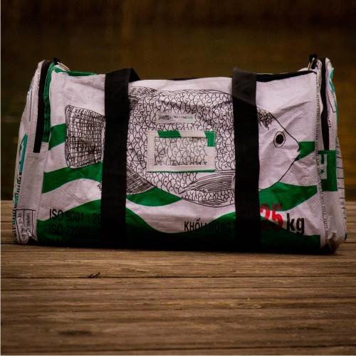 Upcycling Reisetasche fair.reist - weißer Fisch | Milchmeer ecobags