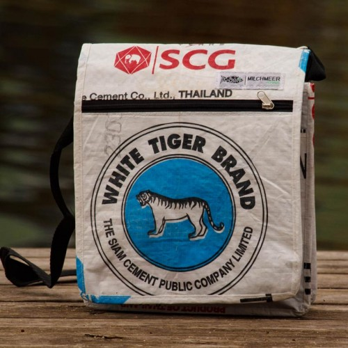 Upcycling Schultertasche blauer Tiger