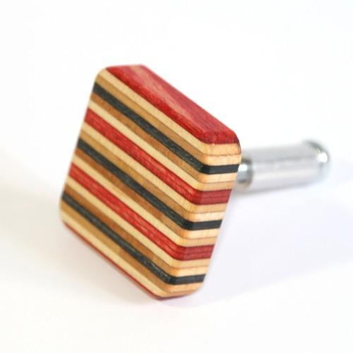 Rot-schwarz Möbelknopf aus Skateboard-Holz | Restwert