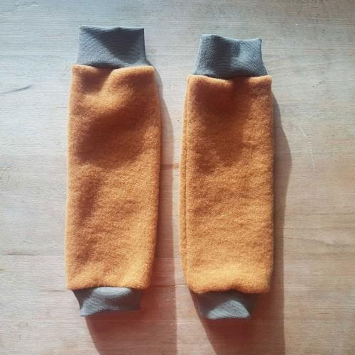 Kinder Beinstulpen Bernstein aus Bio Wollfleece | Ulalü