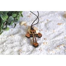 Keltisches Kreuz aus Olivenholz als Kettenanhänger