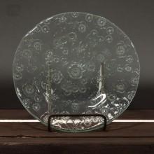 Glasteller mit Blumenmuster