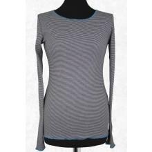 Langarmshirt zart geringelt – Schwarz-Weiß mit Ziersaum in Türkis von JALFE