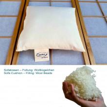 Bio Sofakissen mit Wollkügelchen in Bio-Baumwoll-Hülle