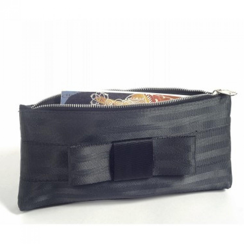 Samantha: black clutch | make-up bag of recycled seatbelt