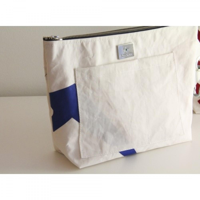 Toiletry Bag URMIA | Globe Hope