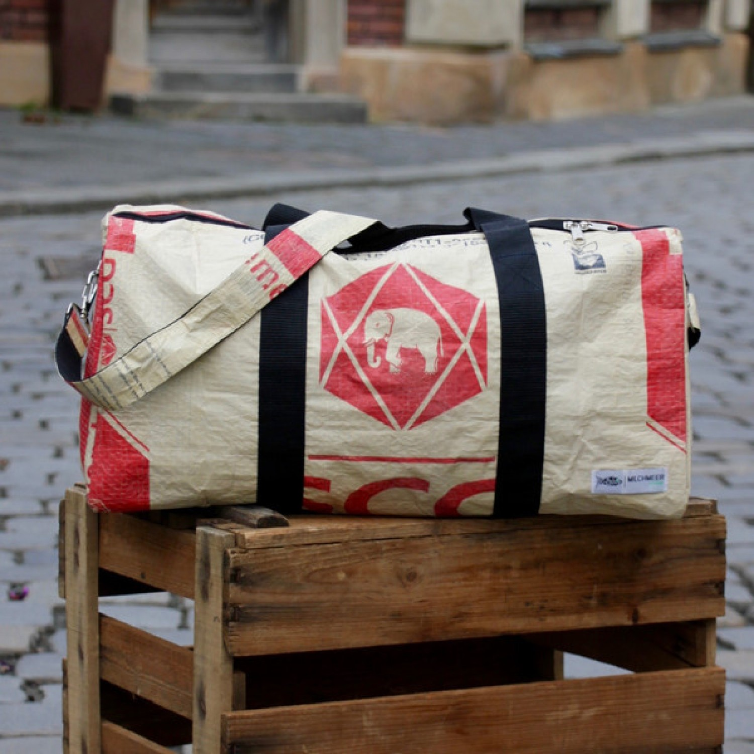 Upcycling Sports Bag Red Elephant