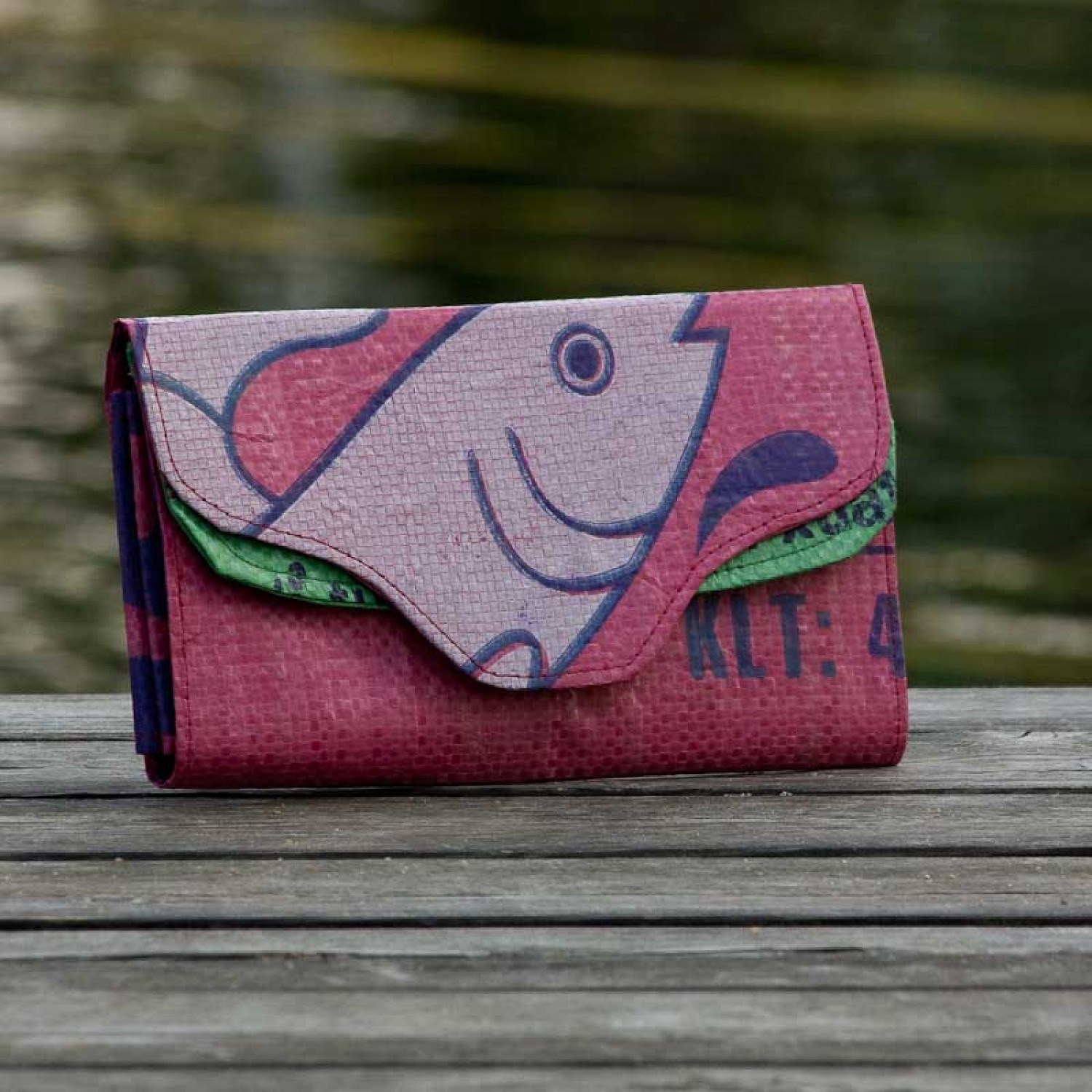Pink Fish: Wallet of recycled fish feed bag | milchmeer