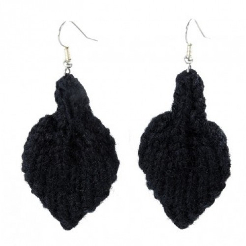 Leaf | Earrings made of black wool