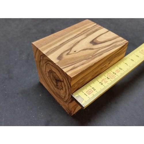 Raw Olive Wood Block 60 x 60 x 75 mm » D.O.M.