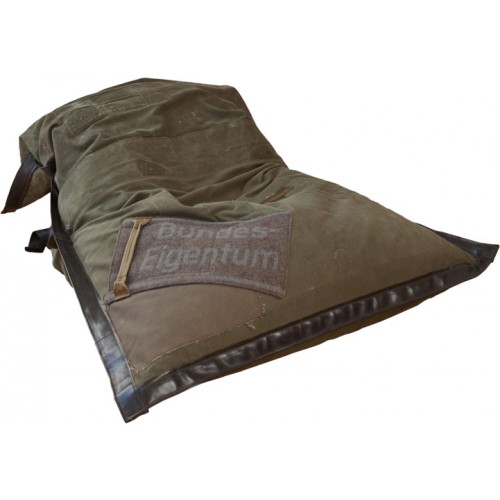 Beanbag chair of upcycled duffle bags - sessio | reditum