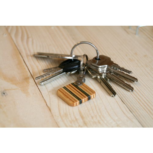 Brown key chain made of skateboard deck | Restwert Upcycling