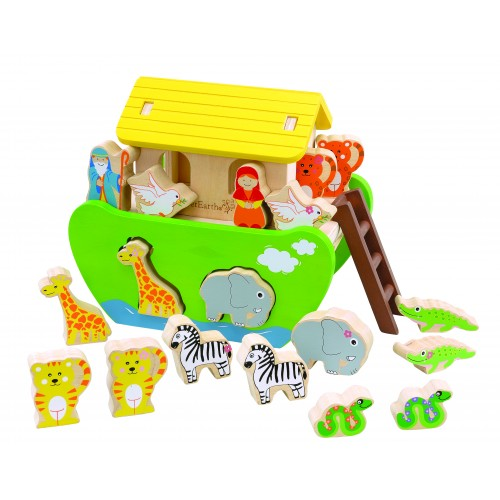 Wooden toy Noah's ark for sorting and plugging | EverEarth