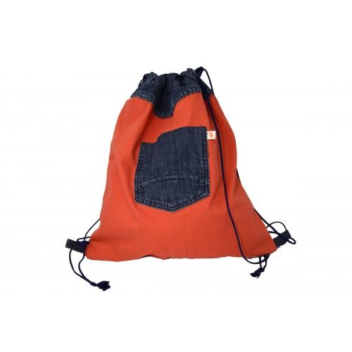 Gym bag of recycled denim orange wiht Jeans pocket in dark blue - Second Hound