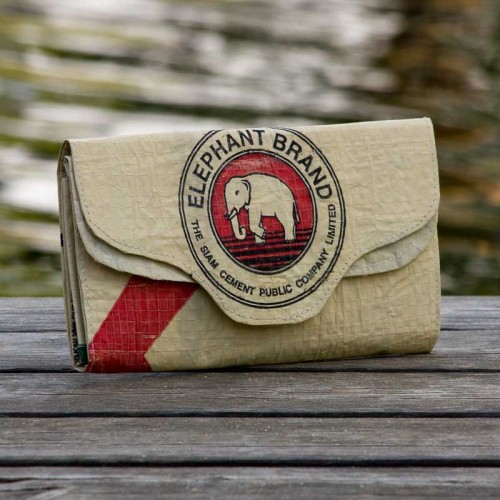 Red Elephant: purse of recycled cement bag | milchmeer