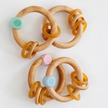 Hevea Rubberwood Rattle – Eco Teething Ring Natural / Bue / Pink
