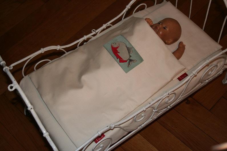 Puppenbettwäsche aus Bio-Baumwolle mit Piranha, 4-teilig